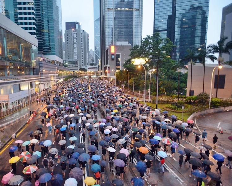 張超雄指昨日的民陣集會,是近來少有的和平。