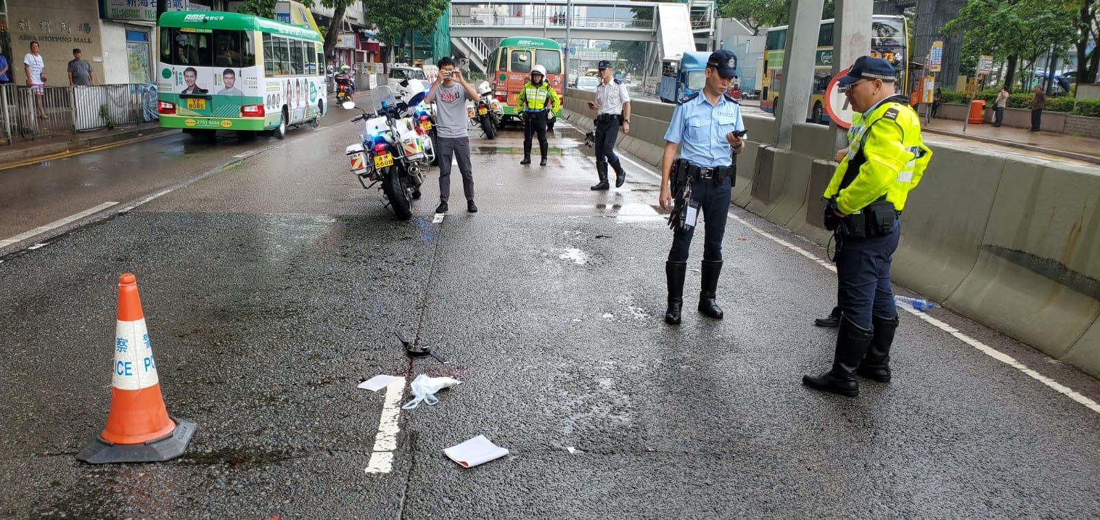 警員調查事故。