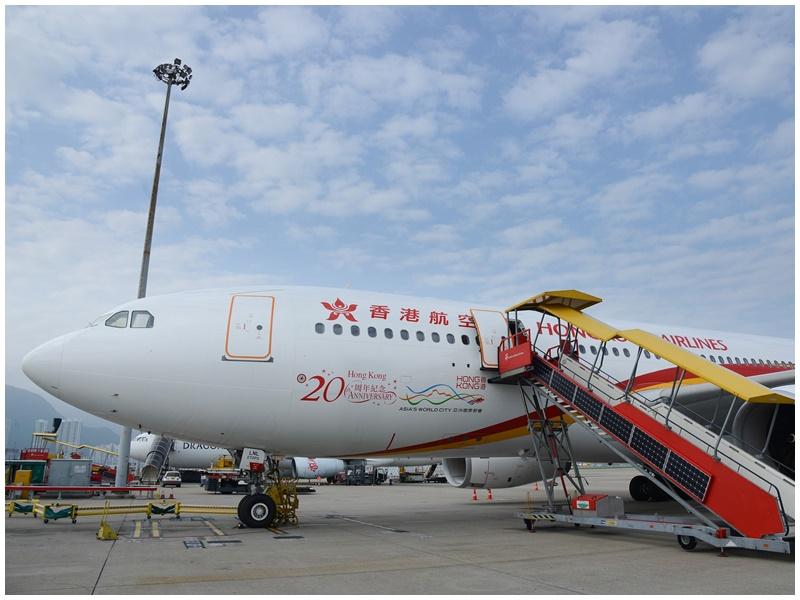 香港航空一名空服員骨折。