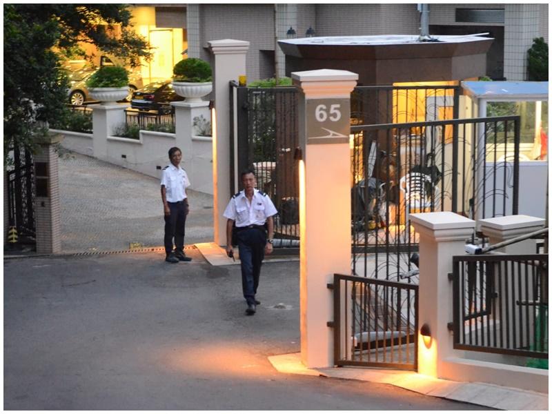 山頂豪宅玻璃門被撬 疑遭賊人爆竊