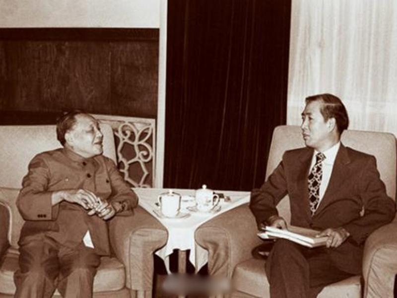 鄧小平1983年曾會見來訪的楊力宇與其他美籍華人學者,全面闡述「一國兩制」構想。 網圖