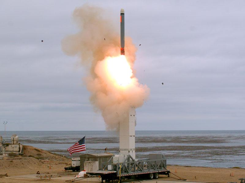 美國國防部聲明指,從今次試射收集的數據和獲取的經驗,將用於今後研發中程導彈。AP