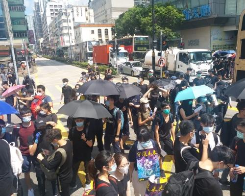 【逃犯條例】網民號召周六周日「塞」機場 觀塘葵荃遊行夾擊