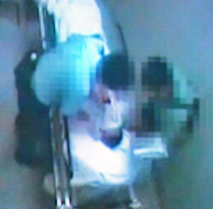 一名62歲男子在北區醫院扣留期間懷疑被警員虐打。林卓廷提供影片截圖