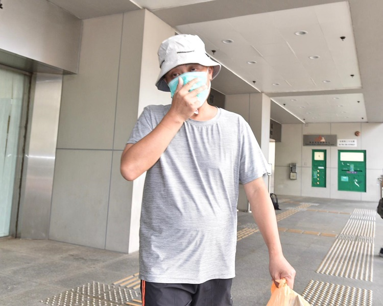 被告龔志遠離開法院。