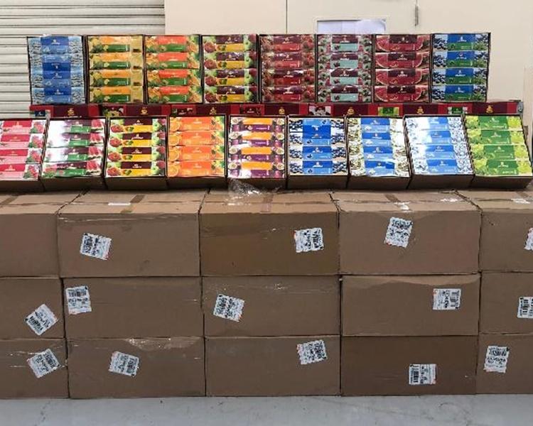 海關發現2400公斤未完稅水煙藏在一百個紙箱內。