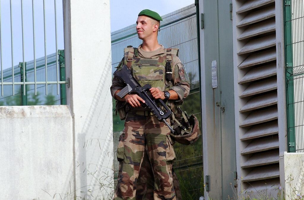 法國比亞里茨警員駐守。AP圖片
