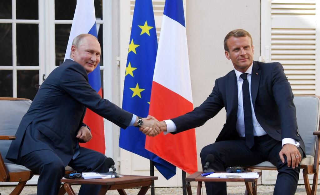 俄羅斯總統普京身處法國與馬克龍會面。AP圖片