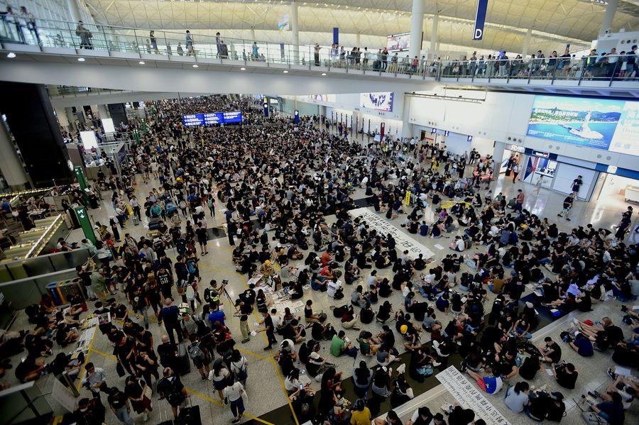 反對修訂《逃犯條例》的示威者早前發起「萬人接機」集會。資料圖片
