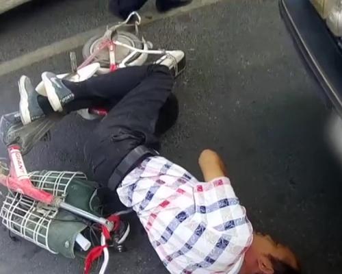 製造假車禍竟撞上警車 戇男:第一次