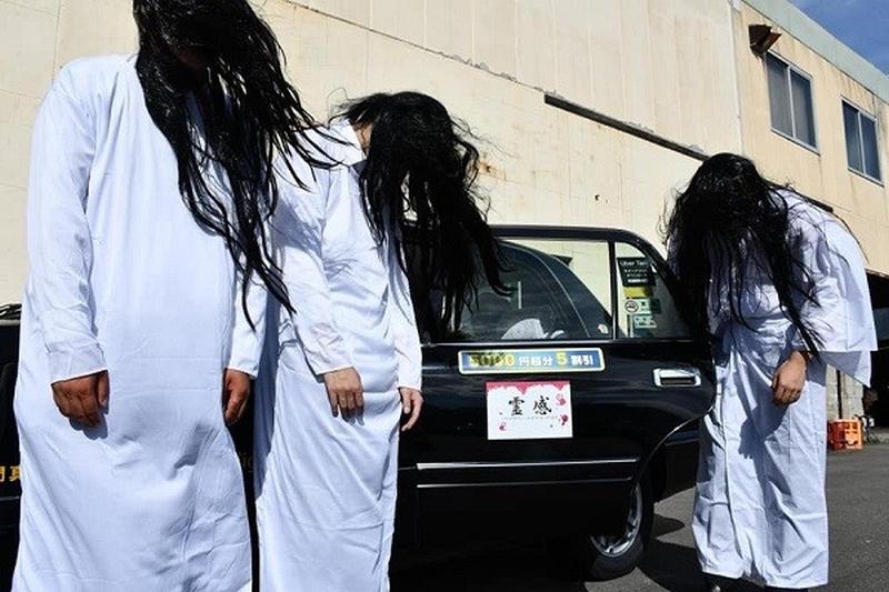 大板市推出「猛鬼的士」服務,集的士與鬼屋於一身。(網圖)