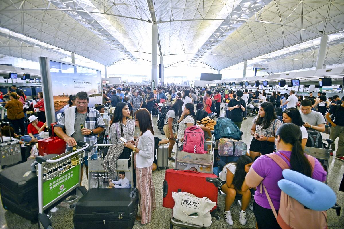 集會當日多班航班取消。資料圖片