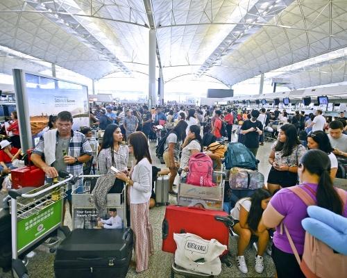 【機場集會】被控襲擊拒守禁足令 女被告:未能入機場用餐會抑鬱