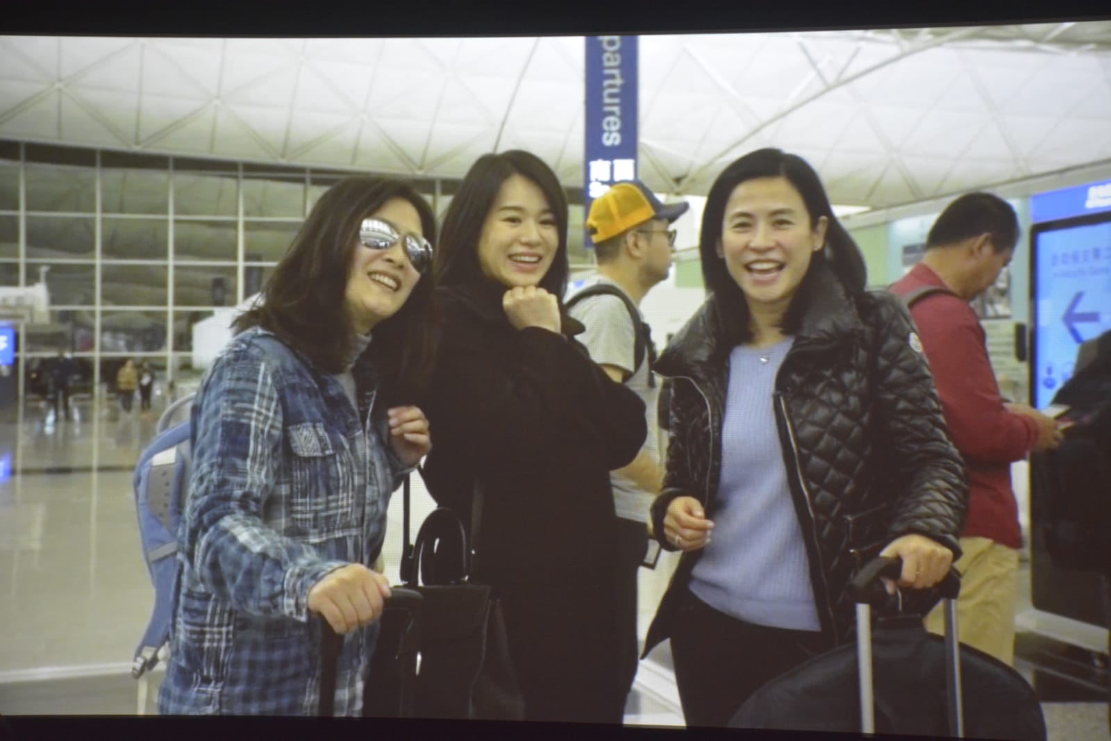 Flora與胡杏兒、宣萱結緣於TVB。