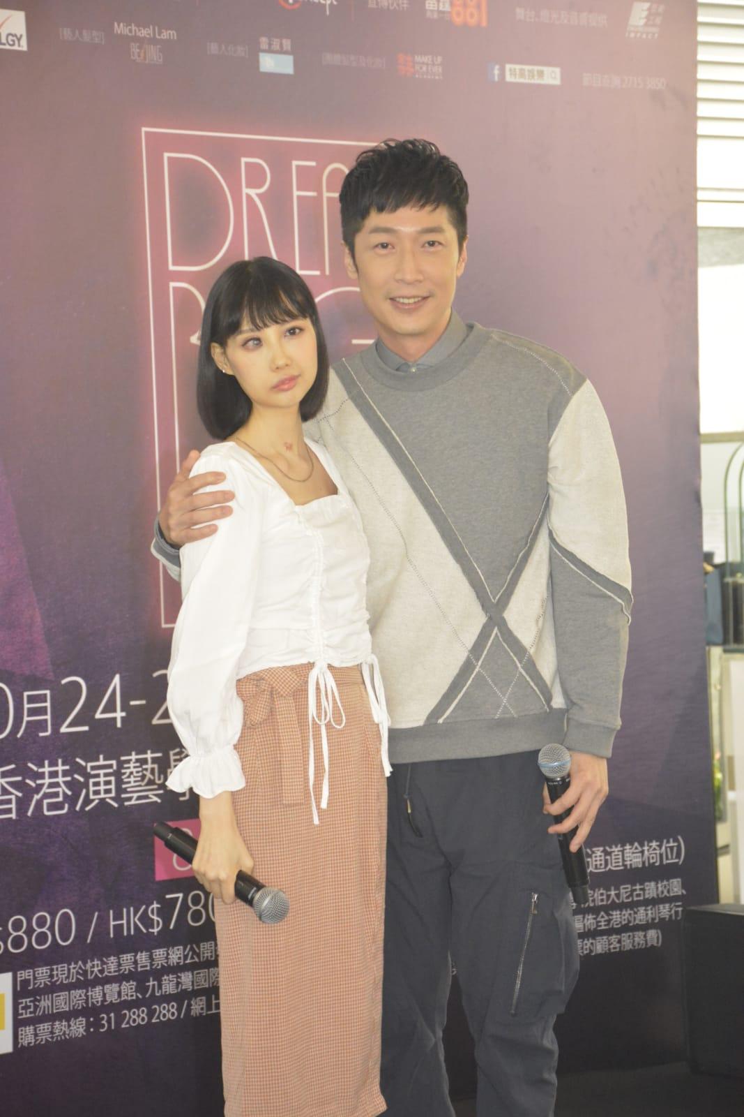 馬浚偉與抗癌歌手李明。