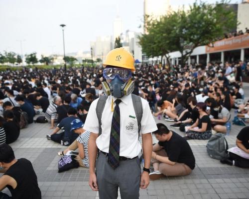 【逃犯條例】約3000中學生中環集會 參加者:抗爭不是開學就玩完