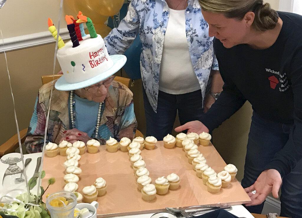 美國新罕布什爾州一名熱愛看棒球的女人瑞慶祝111歲生日。 AP