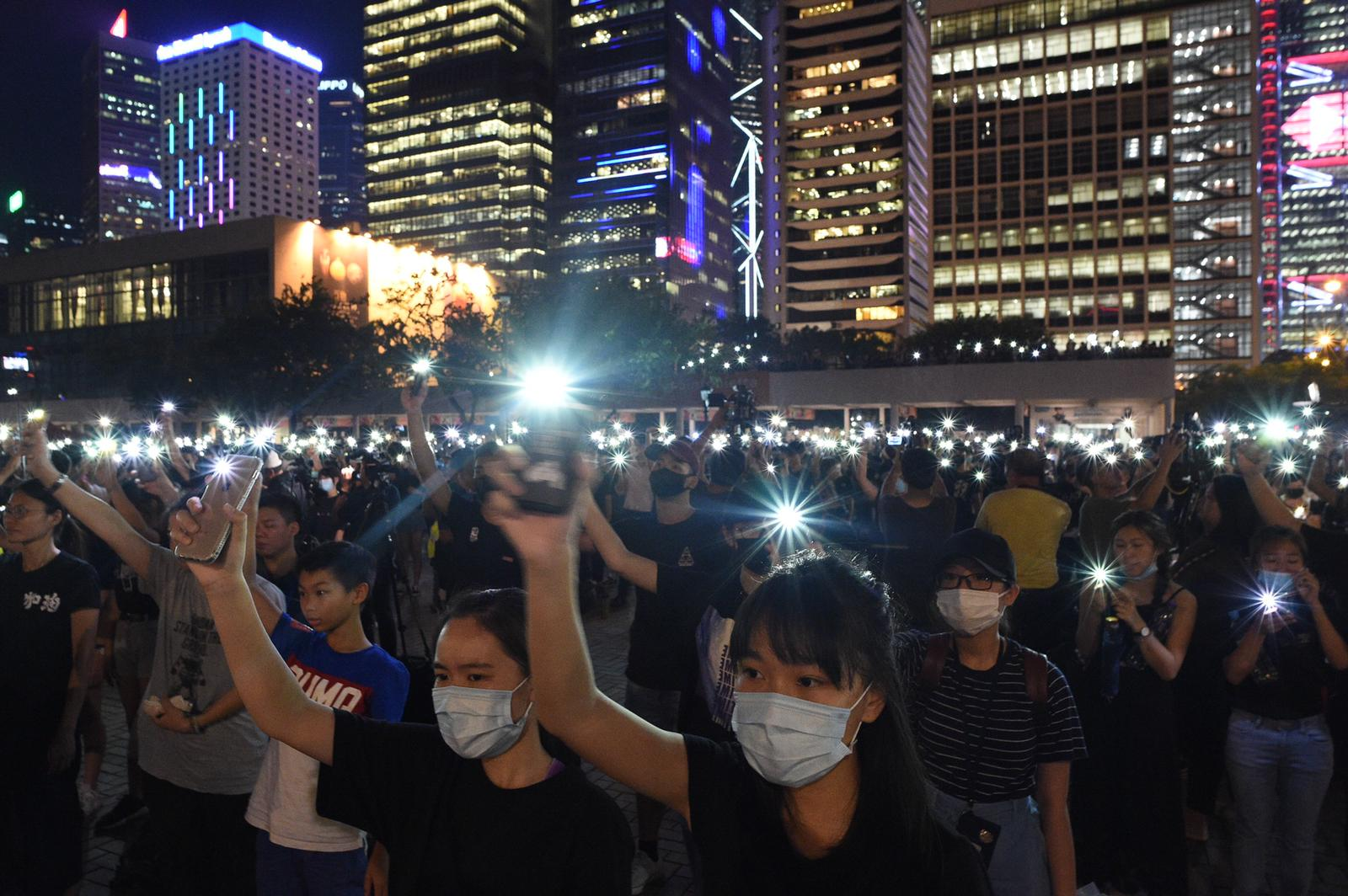大會晚上宣布約3000人出席。