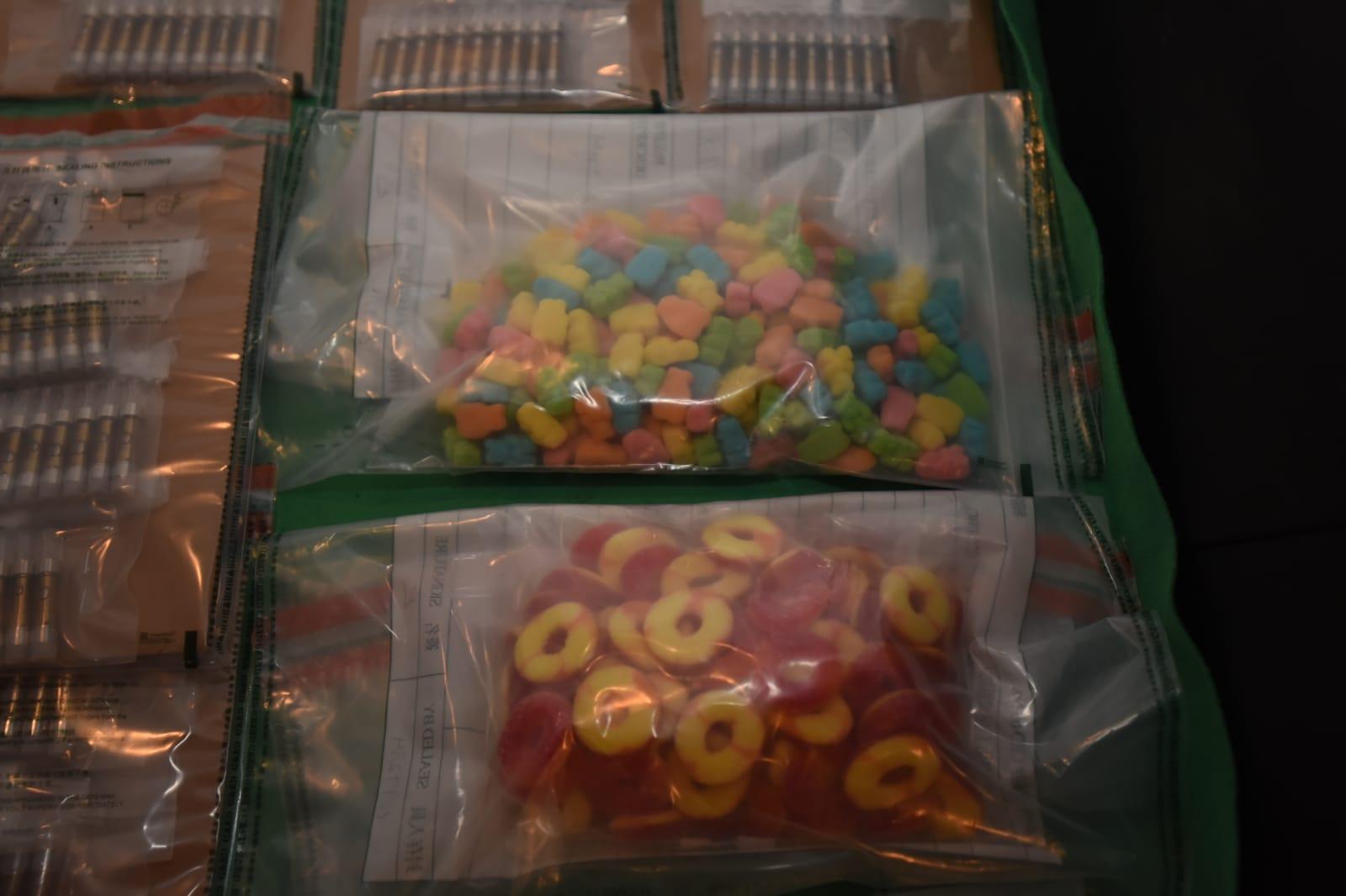 海關檢220萬含大麻糖果及溶液 2男被捕