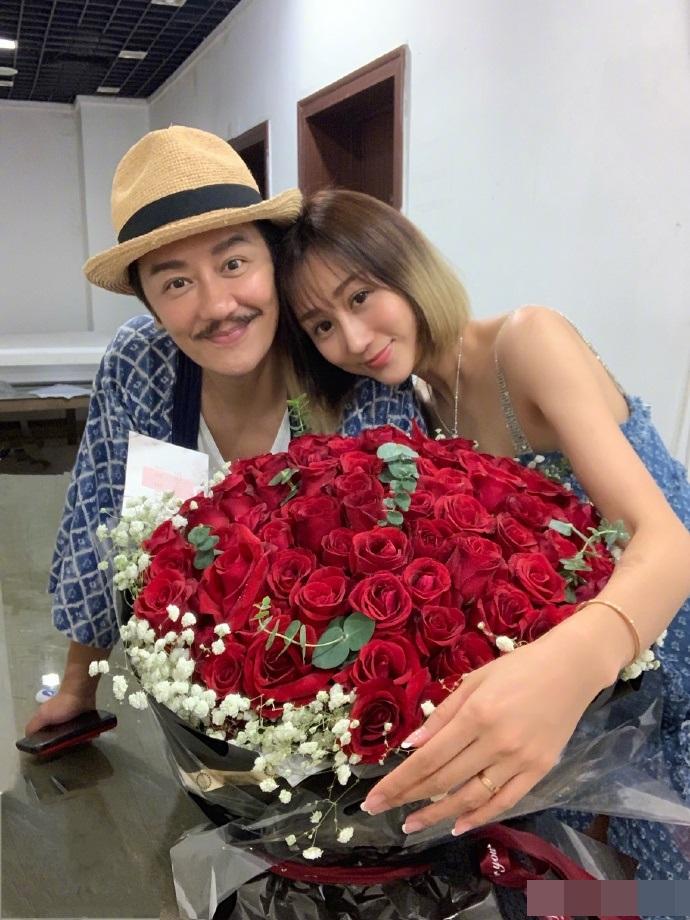 陳浩民早前與老婆蔣麗莎慶祝結婚8周年。陳浩民微博