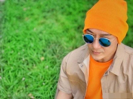 陳浩民橙帽造型。陳浩民微博