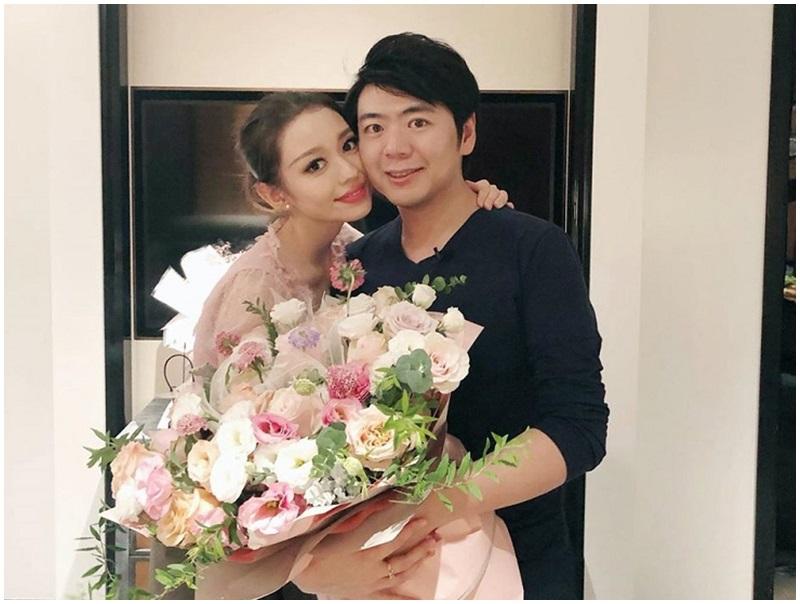 郎朗送大紮玫瑰花,慶老婆25歲生日。網圖