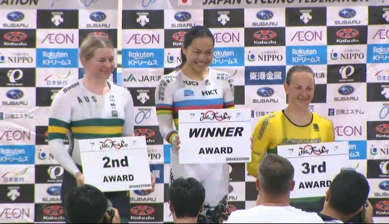 牛下女車神李慧詩(中)周五在場地單車日本盃爭先賽力壓澳洲名將摩頓(左)等強敵摘金,先來個下馬威。片段截圖