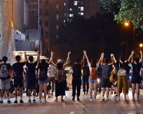 【香港之路】港島荃灣觀塘三線形成人鏈 晚上9時開始散去