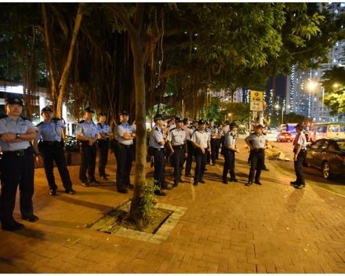 【香港之路】警方黃大仙紀律部隊宿舍外戒備 現場平靜