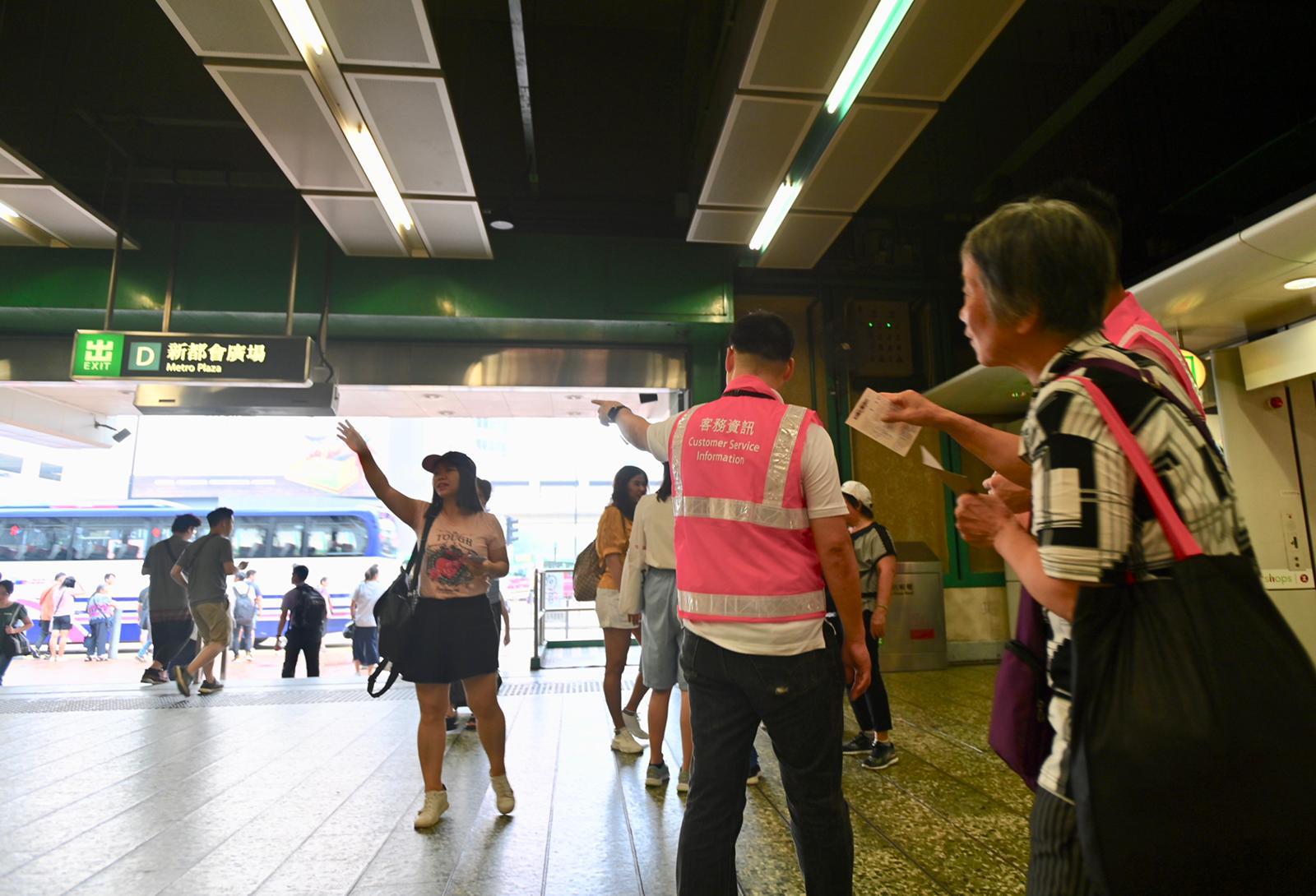 葵芳站早上如常運作。