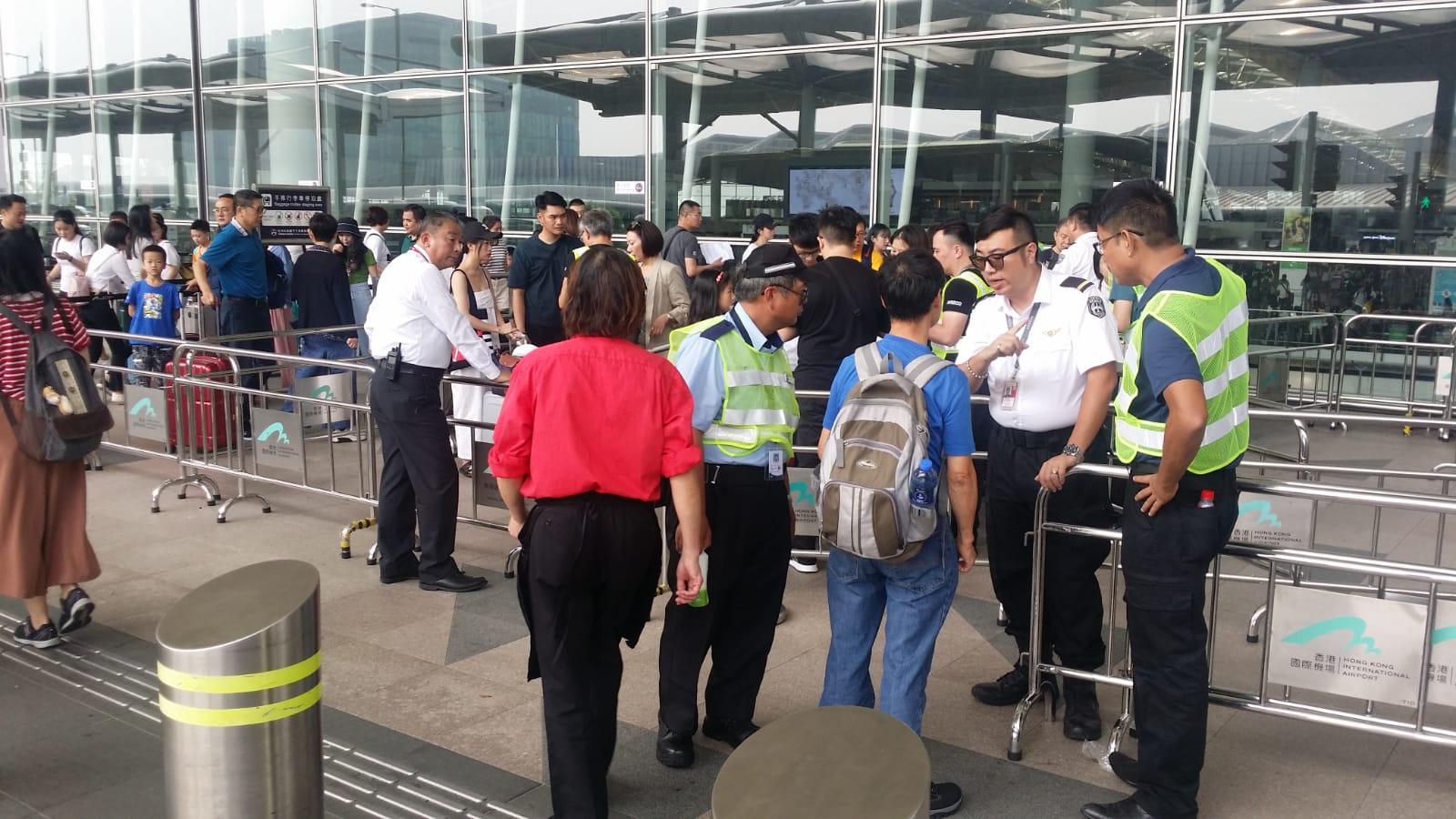 機管局繼續在客運大樓實施進出管制。