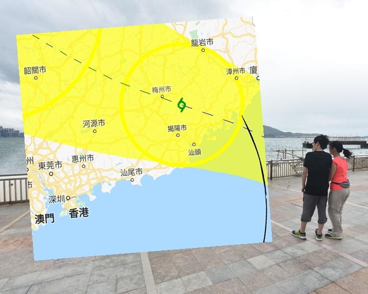 根據路徑圖,「白鹿」預料將於明日清晨在香港東北面300公里外掠過。小圖為天文台截圖