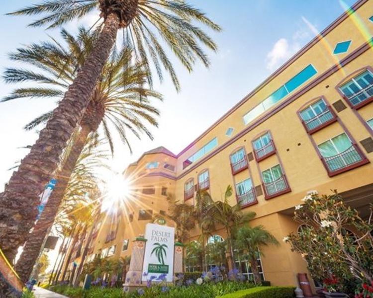 患病少女曾入住南加州安納海姆市Desert Palms酒店。網圖
