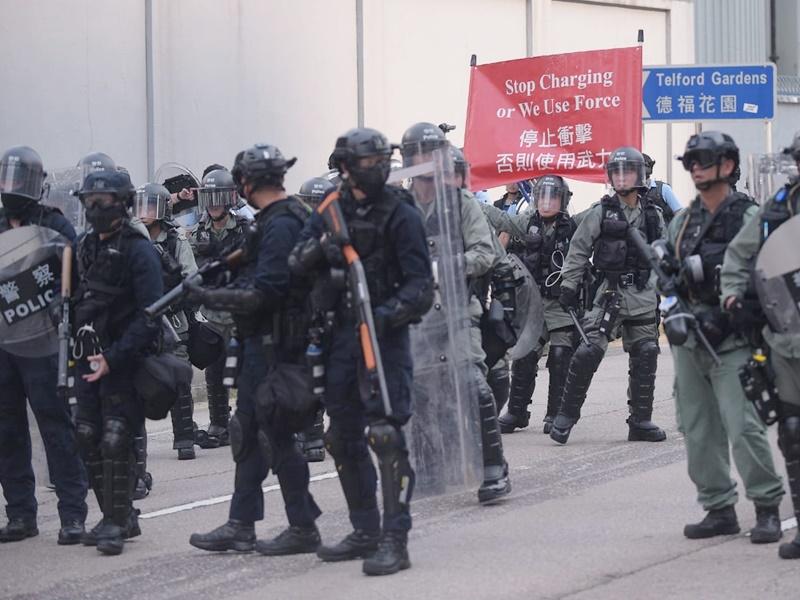 警方呼籲和平示威者立即離開。