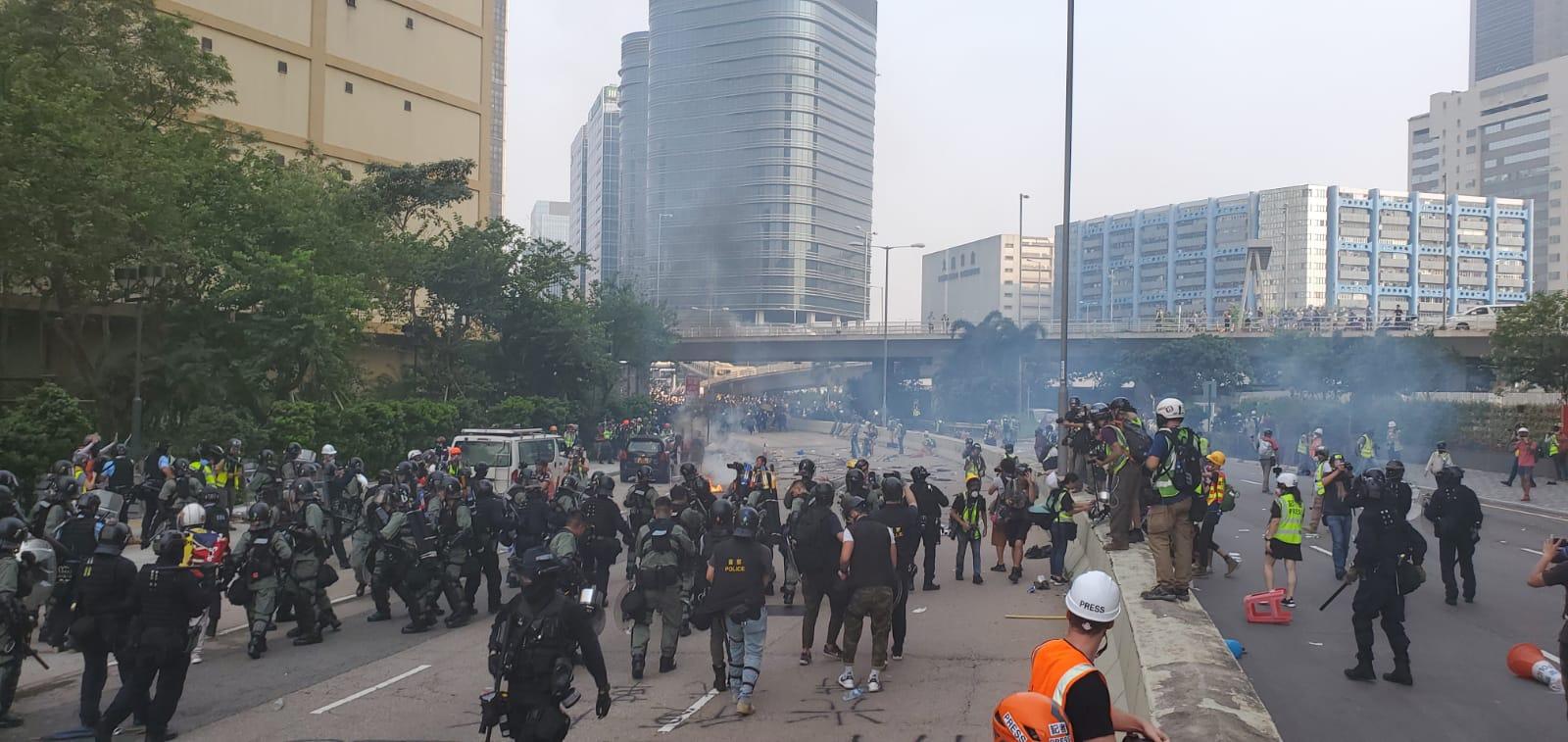 示威者與警方爆發激烈衝突