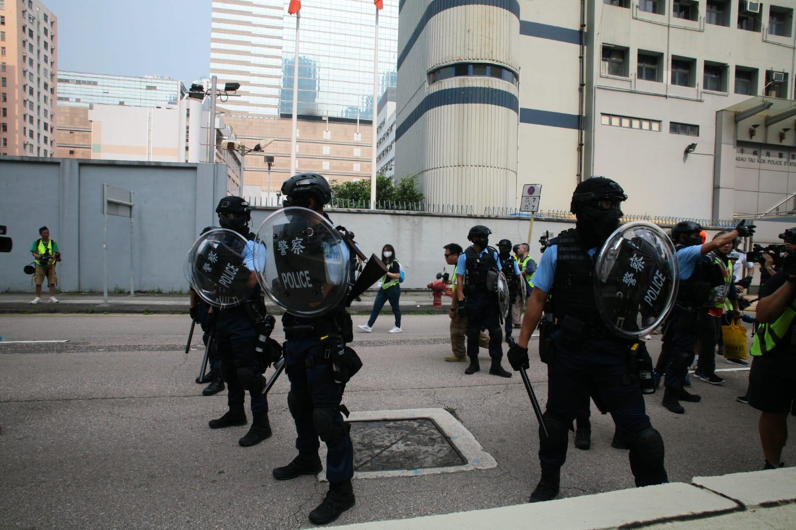 警方偉業街制服多名示威者