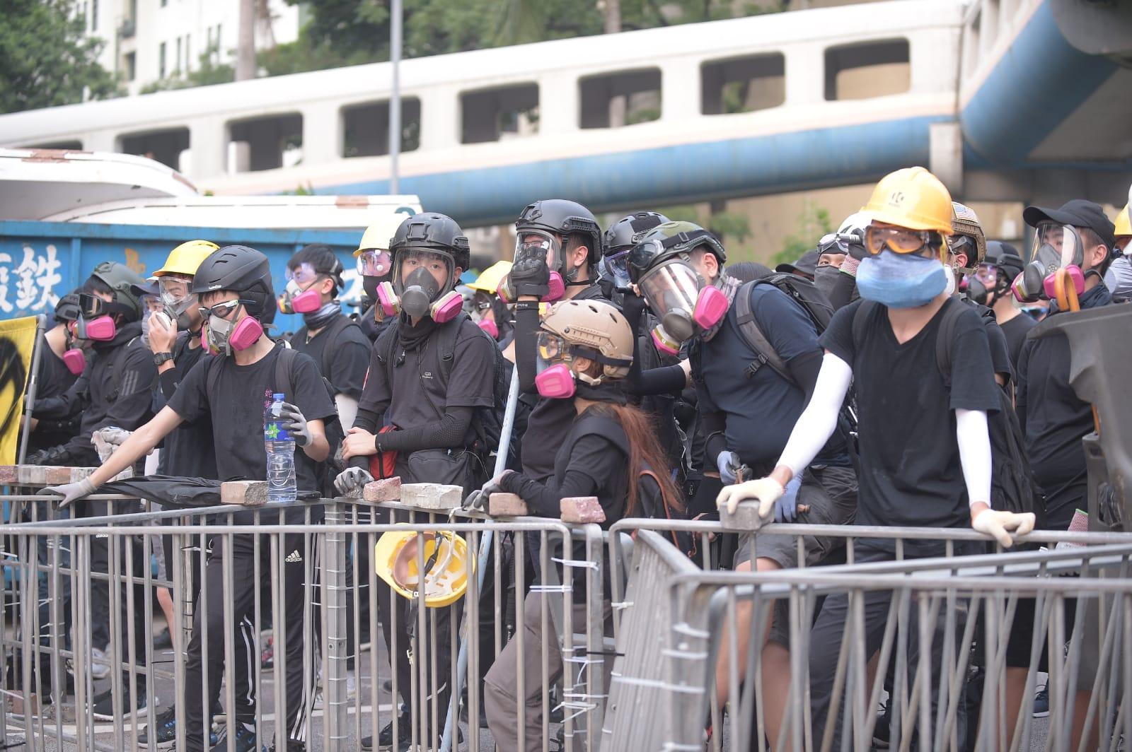 觀塘遊行演變成衝突。