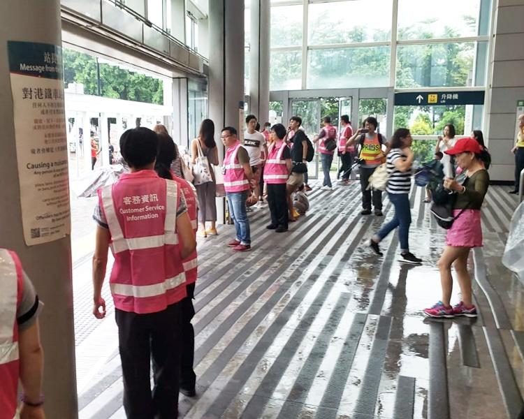 荃灣西站落閘前情況。