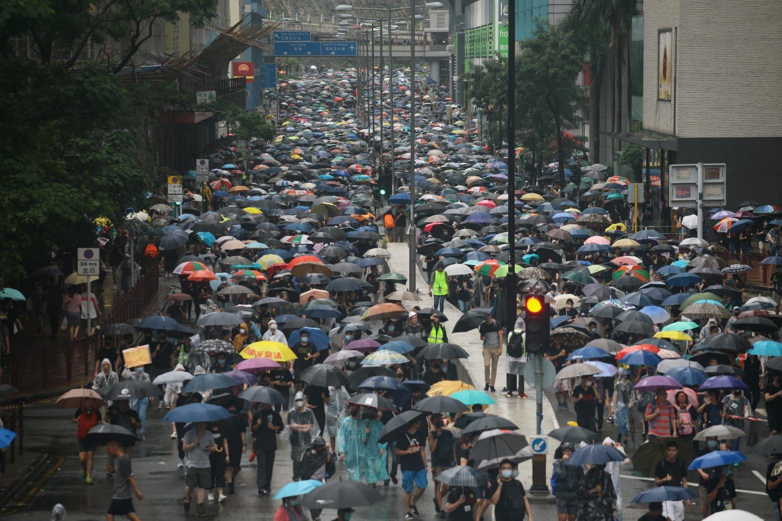 【荃葵青遊行】防暴警察增派大河道推進 楊屋道聯仁街一帶戒備