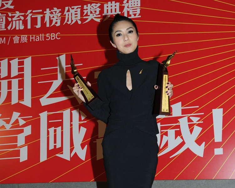 楊千嬅一向是商台愛將,但近日卻被商台DJ嘲諷。