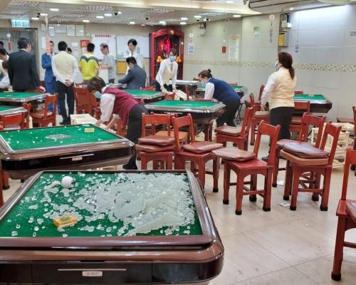 【荃葵青遊行】示威者破壞二坡坊多間商戶 打爆麻雀館玻璃要求「福建人」出來