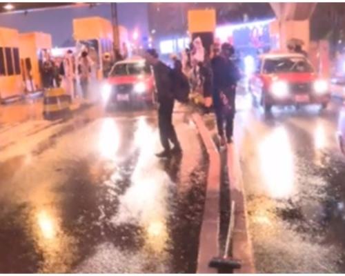 【荃葵青遊行】示威者快閃紅隧九龍出口 破壞收費亭設施