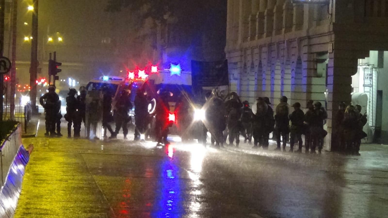 防暴警察展開驅散。