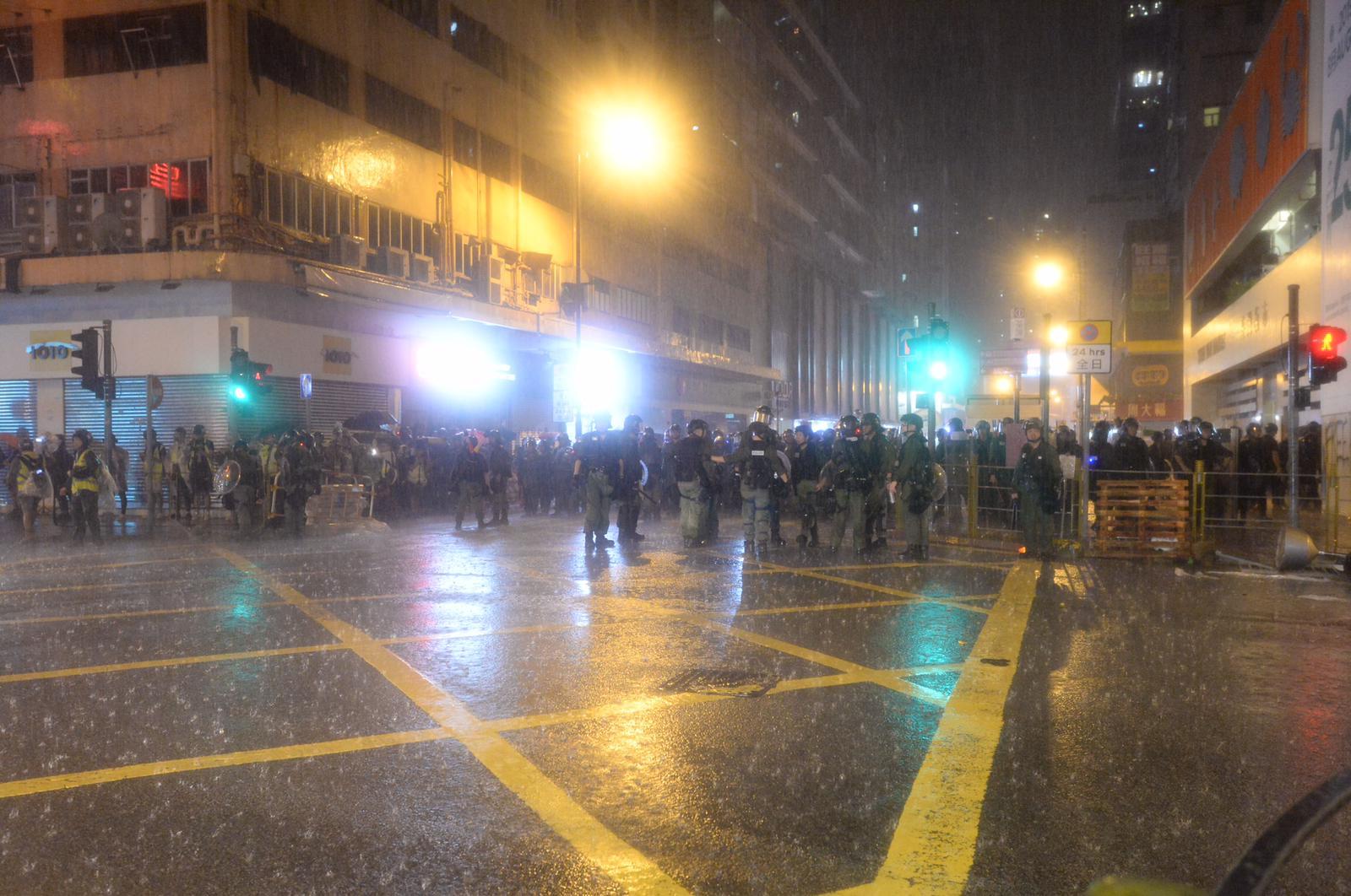 晚上雨勢劇烈。