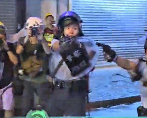 【荃葵青遊行】6警拔槍戒備警方:向天開槍表現英勇克制