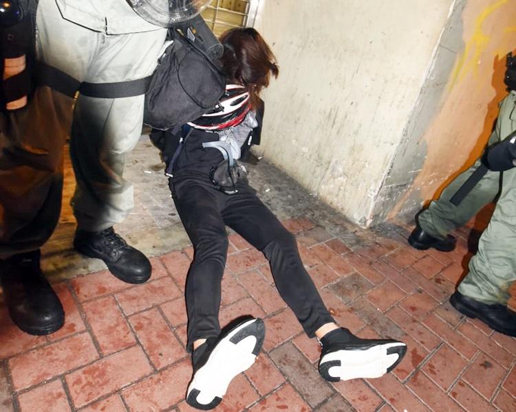 警方在行動中共拘捕29名男子及7名女子。