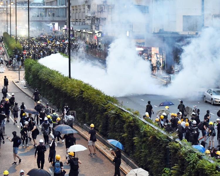 尹兆堅認為警方昨日毋須發射摧淚彈。