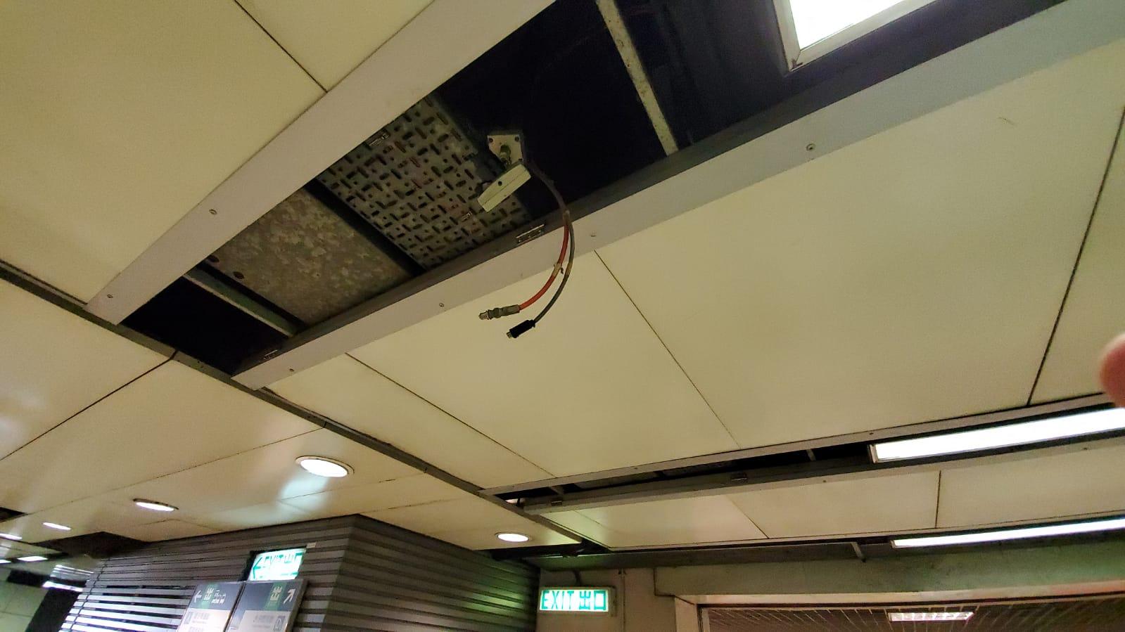 大堂有閉路電視遭破壞。