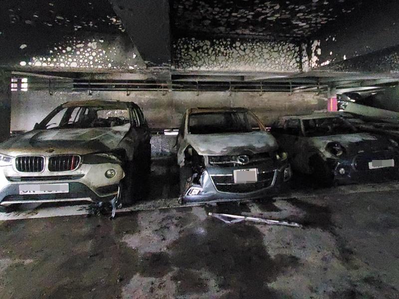 多部車輛遭火警波及。