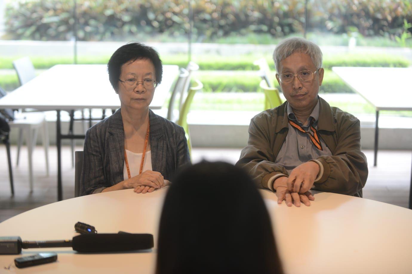 學生會臨時行政委員會與兩名副校長對話。